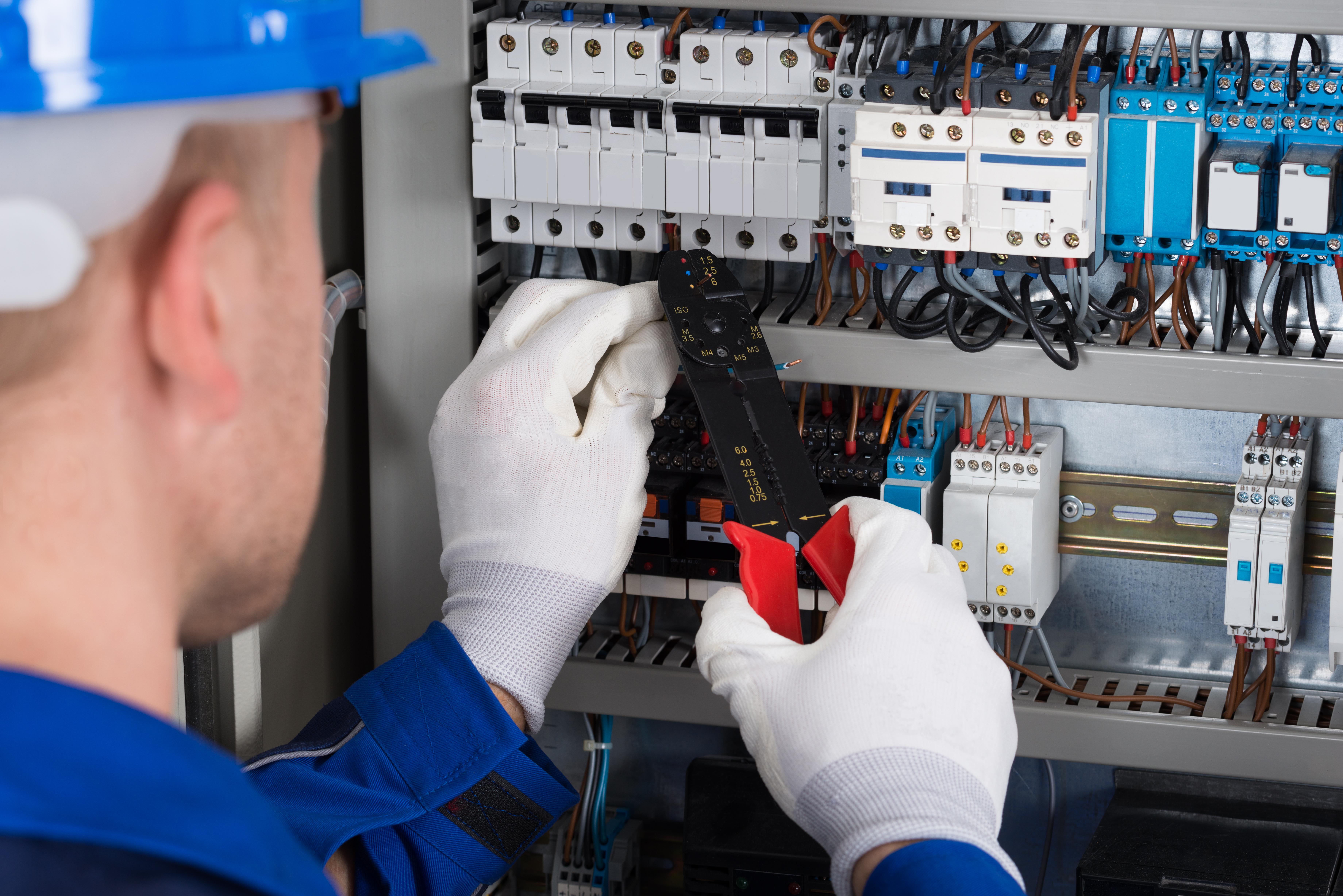5 sinais de que sua rede elétrica está com problemas