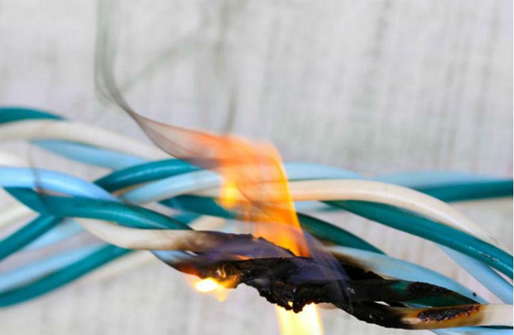 Descubra todas as maneiras de prevenir curto-circuitos e deixar sua casa ou empresa com mais segurança!